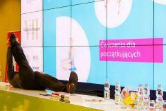 Mikołaj Dla Managera 2018 - Dariusz Wojteczek prezentuje ćwiczenia jogi